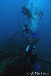 Divers heading back up the line from the Mahi wreck, Waia... by Kip Nead 
